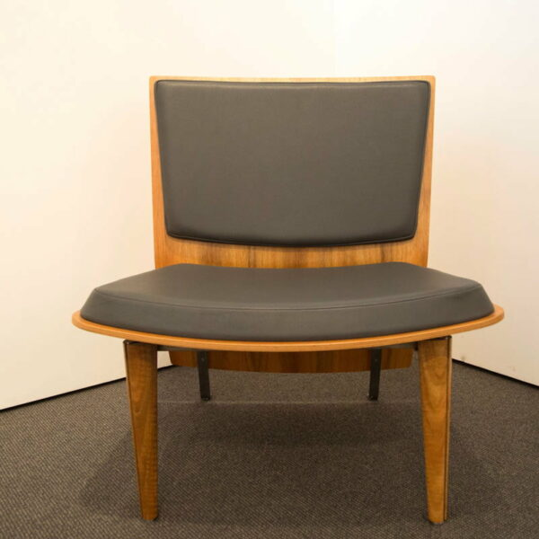 Silhouette Lounge Chair Marri Front