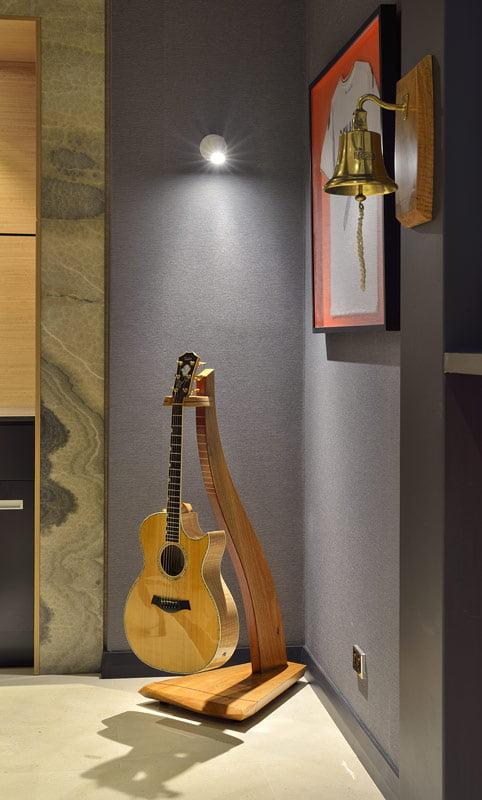 Man Cave Furniture Timber Guitar Stand 1