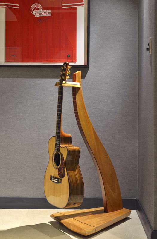 Man Cave Furniture Timber Guitar Stand 3