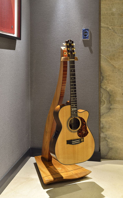 Man Cave Furniture Timber Guitar Stand 4 1