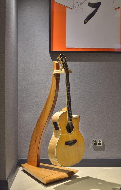 Man Cave Furniture Timber Guitar Stand 2