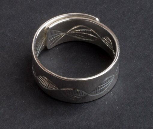 Emma Cotton Dna Carve Ring
