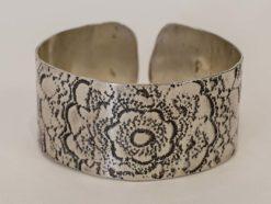 Michelle Gauntlett   Antique Lace Armband Fine Art