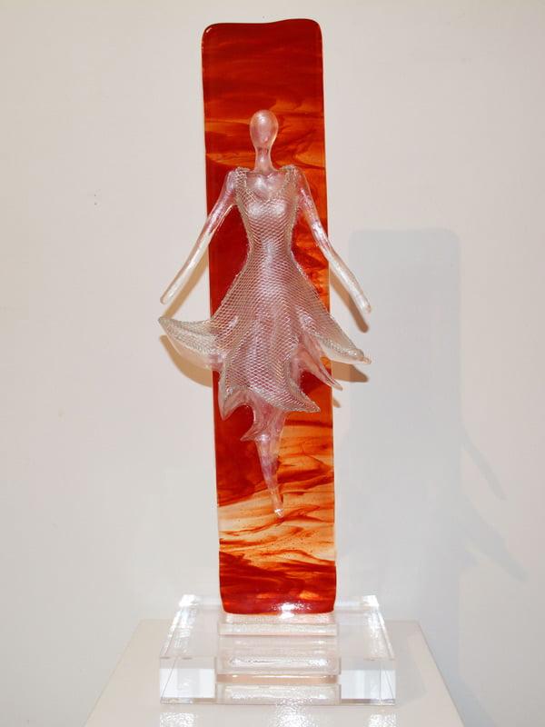 Nke05 Nadai Kesic The Dress Sunset 58X19X17Cm Front 1800
