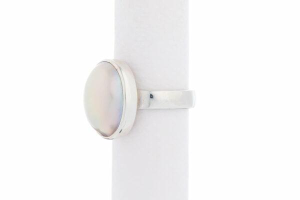 Jane Liddon Ring Oval Mabe White Side