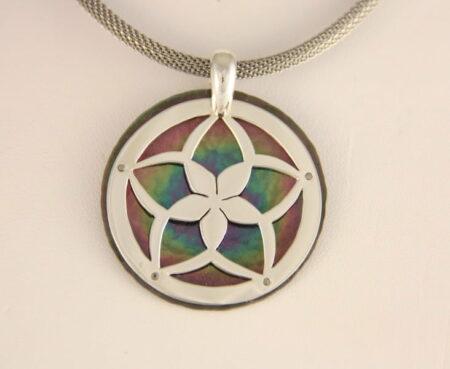 Amillon Flower Pendant Round
