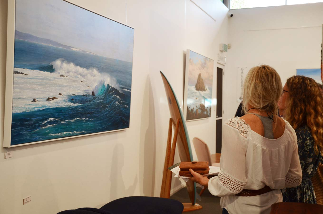 Leigh Hewson Bower South West Shorelines Opening Night Crowd 5
